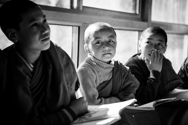 Young Buddhist monks attend school organized by Mahabodhi meditation center in Ladakh.<br /> Organization:  Mahabodhi international meditation center with Venerable Bhikkhu Sanghasena<br /> Ladakh, India. February 2015.<br /> ------------<br /> De jeunes moines bouddhistes  durant leurs cours à l'école organisée par Mahabodhi international meditation center.<br /> Organisme: Mahabodhi international meditation center avec le Vénérable Bhikkhu Sanghasena<br /> Ladakh, Inde. Février 2017.