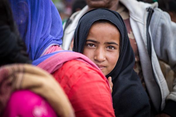 A teenage girl waits in line to receive supplies to support villagers affected by the earthquake of April 25th.<br /> Organization: Nepal Earthquake Volunteer - Mission Gorkha<br /> Gorkha, Nepal. April 2015.<br /> ---------<br /> Une jeune fille attend en ligne pour recevoir des provisions remises aux villageois affectés par le tremblement de terre du 25 avril.<br /> Organisme: Nepal Earthquake Volunteer - Mission Gorkha<br /> Gorkha, Népal. Avril 2015.