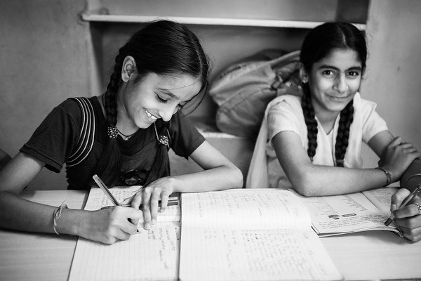 Young girls doing their homeworks at the school managed by Sambhali Trust.<br /> Organization: Sambhali Trust<br /> Jodhpur, Rajasthan, India. March 2015.<br /> ---------<br /> Des jeunes filles font leurs devoirs à l'école dirigée par Sambhali Trust.<br /> Organisme: Sambhali Trust<br /> Jodhpur, Rajasthan, Inde. Mars2015.