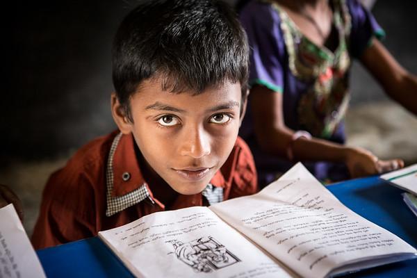 A boy reads a book in the school library provided by Room to Read India.<br /> Organization: Room to Read<br /> Hyderabad, Telangana, India. January 2015.<br /> ---------<br /> Un garçon lit un livre dans la bibliothèque de l'école fournie et remplie par Room to Read Inde.<br /> Organisme: Room to Read<br /> Hyderabad, Telangana, Inde. Janvier 2015.