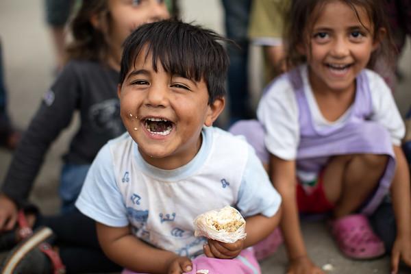 A group of children laugh during a show presented by volunteer clowns in a refugee camp set up in a gas station.<br /> Oinofyta refugee camp, Greece. May 2016<br /> -----------<br /> Un groupe d'enfants rient en regardant un spectacle présenté par des clowns bénévoles dans un camp de réfugié établi dans une station-service.<br /> Oinofyta, Grèce. Mai 2016