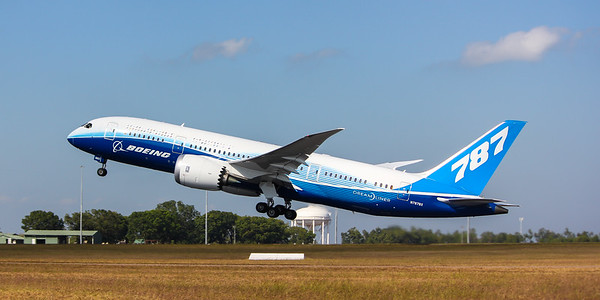 787 Taking Off