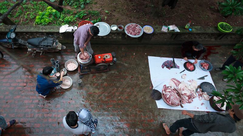 Processing a pig for meat
