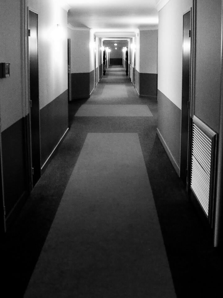 048 - Hotel