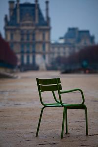 023 - Admiring Le Louvre