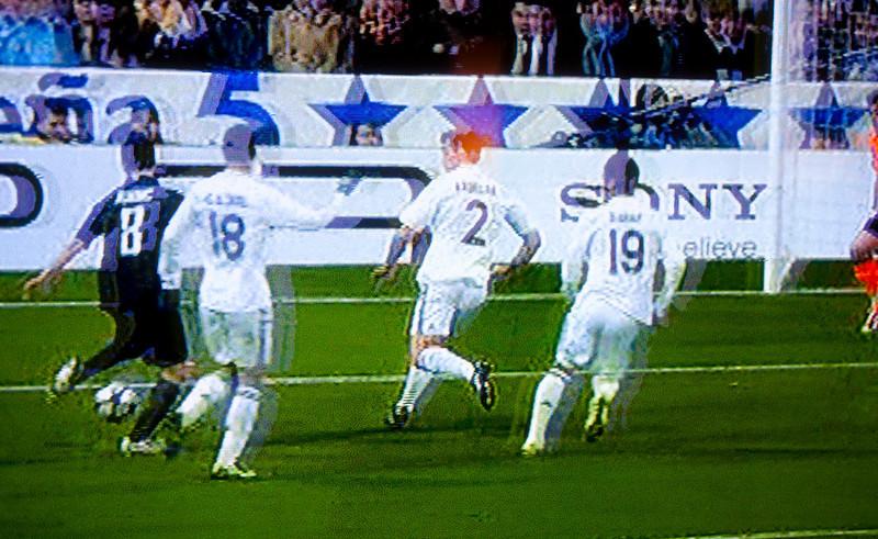 069 - Soirée TV Foot<br /> --------------------------<br /> Lyon marque le but qui le qualifie contre le Real de Madrid