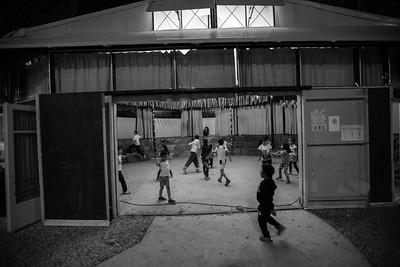 At the beginning of the night, the dance floor is reserved exclusively to the younger children who arrive around 8PM. ----------- Au début de la soirée, la piste de danse est réservée exclusivement aux jeunes enfants qui arrivent graduellement à partir de 20h.