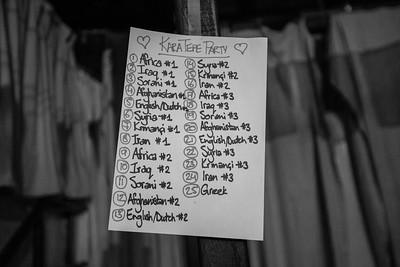 The music playlist of the night is carefully chosen to have music reflecting the nationality of everyone, refugees and volunteers. ----------- La liste des chansons jouées durant la soirée est choisie de façon bien spécifique afin de refléter la nationalité de chacun, réfugiés comme bénévoles.