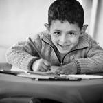 Drawing time in the UNICEF tent in the transit camp next to the Greek border. Gevgelija, Macedonia, 2015 ---- Pause d�tente et coloriage dans la tente UNICEF du camp de transit apr�s la fr ...