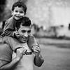 A father is playing with his child around the temporary refugee camp in the port.<br /> Piraeus, port of Athens, Greece. 2016<br /> ----<br /> Un père joue avec son fils dans le camp temporaire du port.<br /> Le Pirée, port d'Athènes, Grèce. 2016