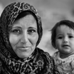 A mother and daughter in a refugee camp. Beqaa Valley, Lebanon, 2015 ---- Une m�re et sa fille dans un camp de r�fugi�s. Vall�e de la Bekaa, Liban, 2015