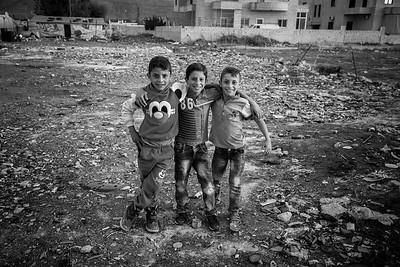 Group of young Syrians in their playground of a refugee camp. Beqaa Valley, Lebanon, 2015 ---- Groupe de jeunes syriens dans leur terrain de jeu d'un camp de réfugiés. Vallée de la Bekaa, Liban, 2015