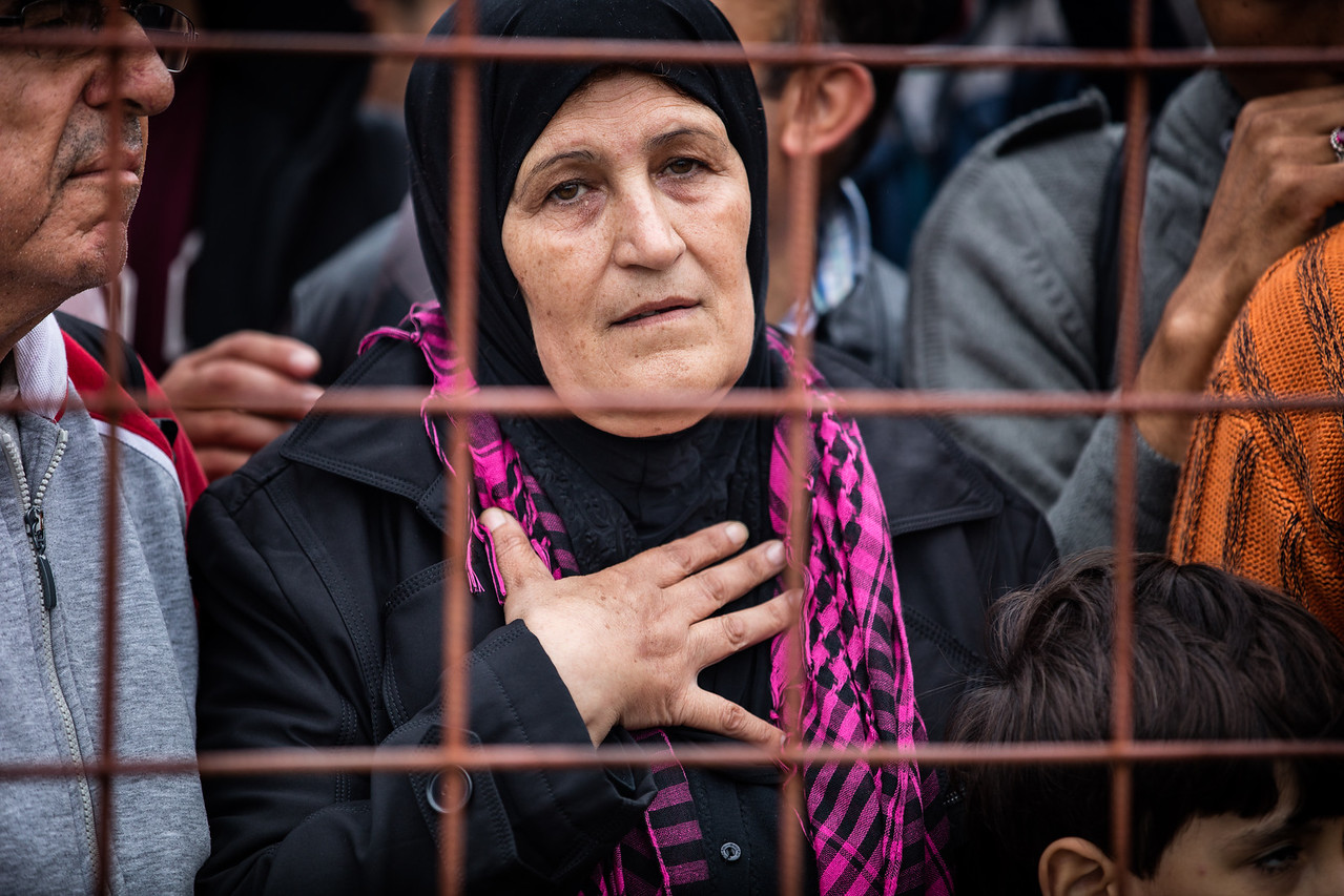 A woman struggles in the chaos to enter Gevgelija camp. The old are particularly vulnerable in the crowds and panic of mass movement. Gevgelija, Macedonia (FYROM).
