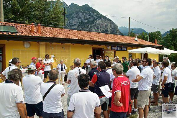 Team Meeting di fornte alla sede cel Circolo Velico Tivano