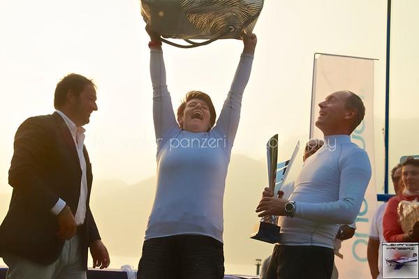 Momenti felici durante l'estrazione a premi: l'incontenibile Elisabetta...