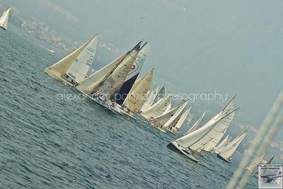 Partenza regolare, le barche scivolano verso la costa per la prima virata