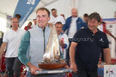 Lo skipper Giacomo Del Nero e il trofeo J24