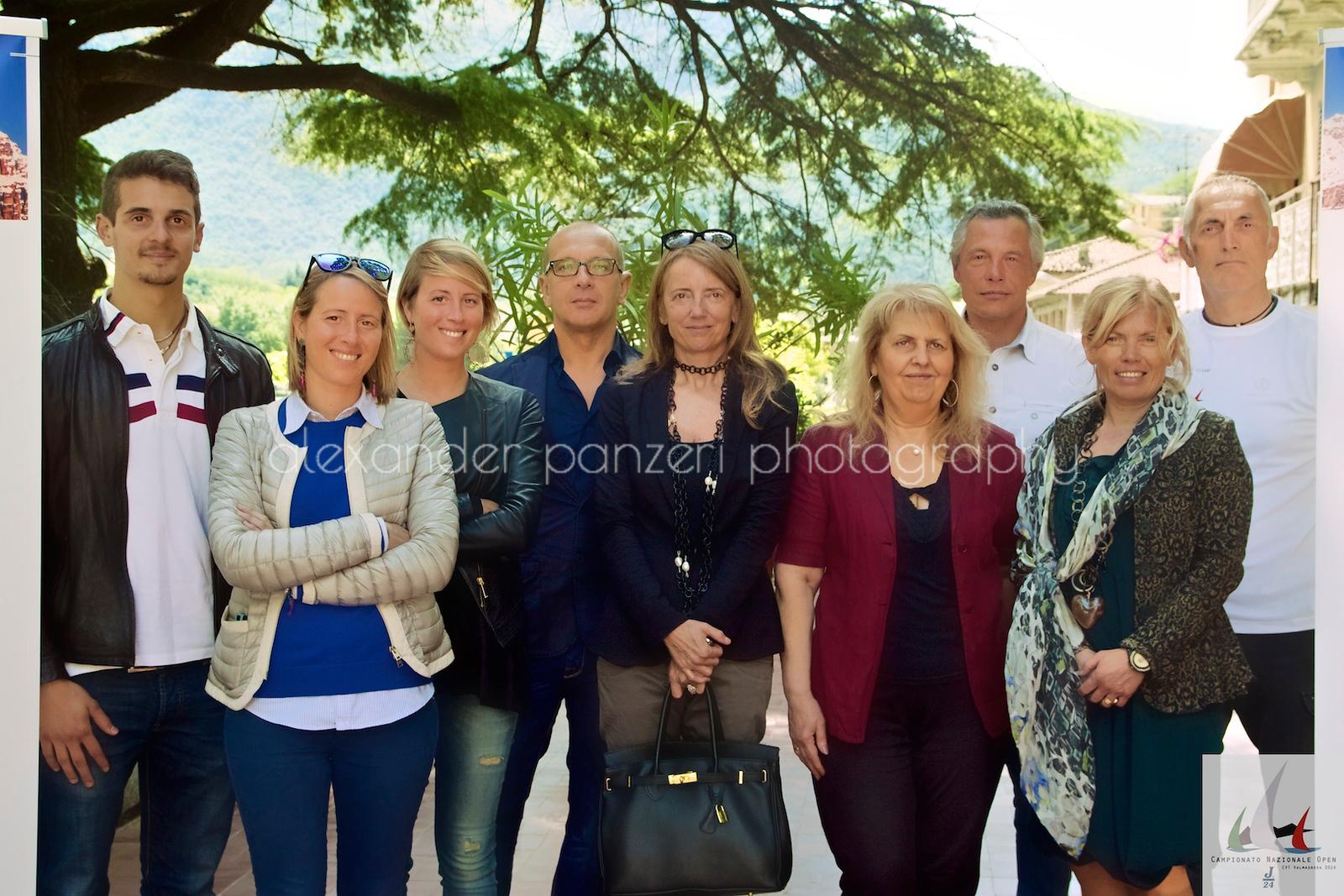 Foto di gruppo degli sponsor presenti all'evento  - J24ITA2014