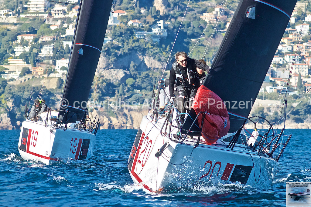L30 class preparing to pass the mark for the downwind leg - copyright © photo Alexander Panzeri