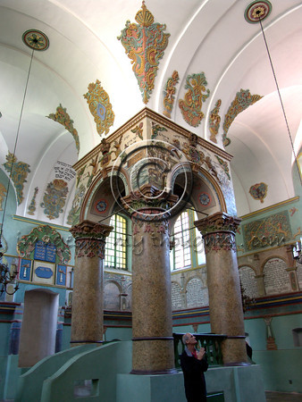 A synagogue was built near the castle in the 18th century. In order for its height not to exceed that of the local church, and since a tall hall was indeed necessary, the synagogue was built dug into the earth and on entry you descend a few steps.             <b>Click on photo to enlarge</b>