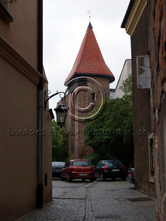 The Jews brought knowledge, culture and commerce to Poland and were competition to the Poles. Therefore the city was divided into quarters and the Jewish quarter was situated near the fortress.  <b>Click on photo to enlarge</b>