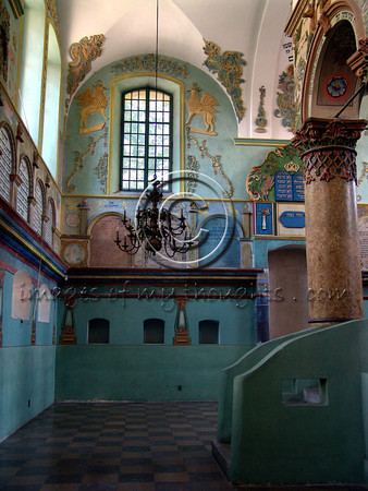 The synagogue walls are adorned with beautifully preserved paintings. The building survived the Nazis thanks to the Polish nobility that argued it was their property.       <b>Click on photo to enlarge</b>