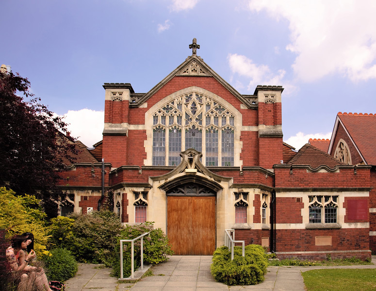 Eating lunch by United Reformed Church, Palmers Green