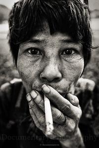 Hút thuốc ở hồ Thiền Quang