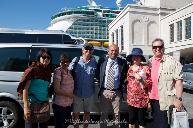 Group photo following the Amalfi Coast tour directed by Umberto