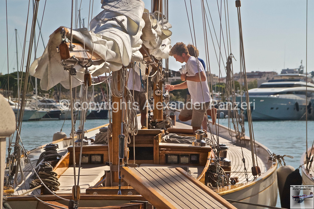 Boat cleaning copyright © photo Alexander Panzeri