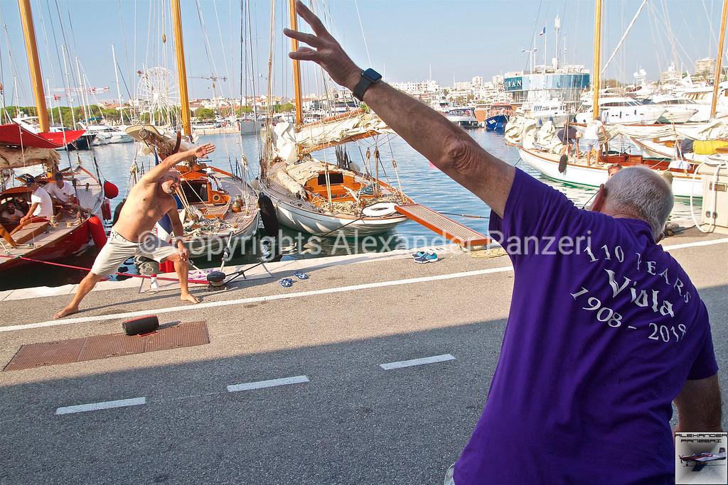 Viola members warmup - copyright © photo Alexander Panzeri