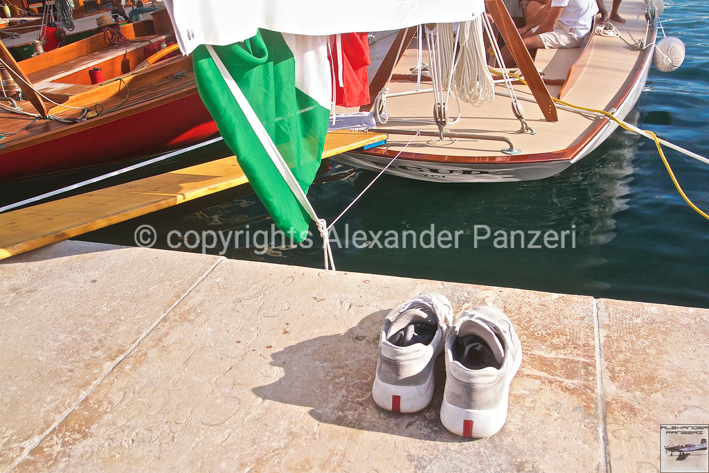 SCUD BH-12 and team shoes at docks - copyright © photo Alexander Panzeri
