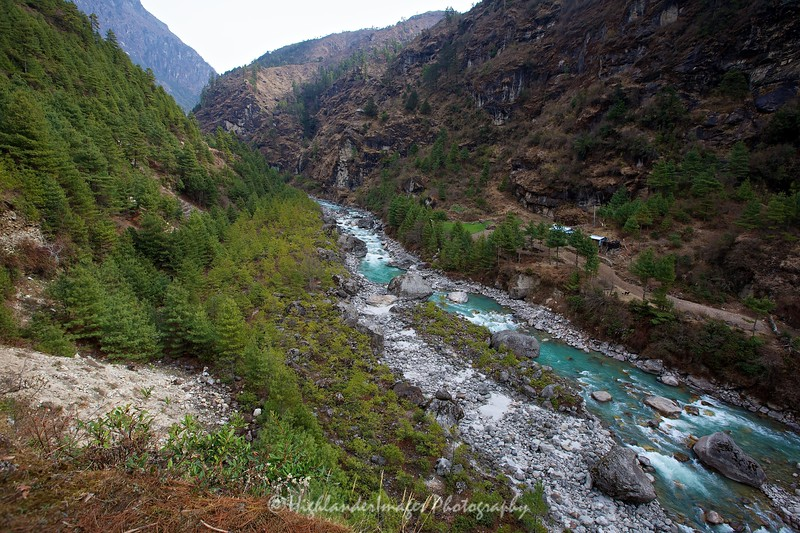 Between Phakding and Monjo as we head up the Khumbu Valley. The water of the Dudh Kosi River is a bright aquamarine blue colour from all the minerals washed down from the mountain.