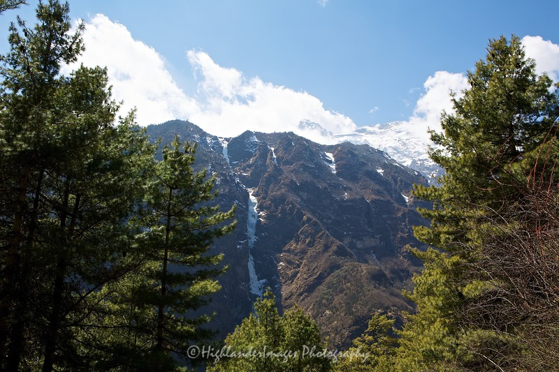The snowy and icy mountains to the south on the last section of the trek from Jorsalle to Namche Bazaar were impressive.