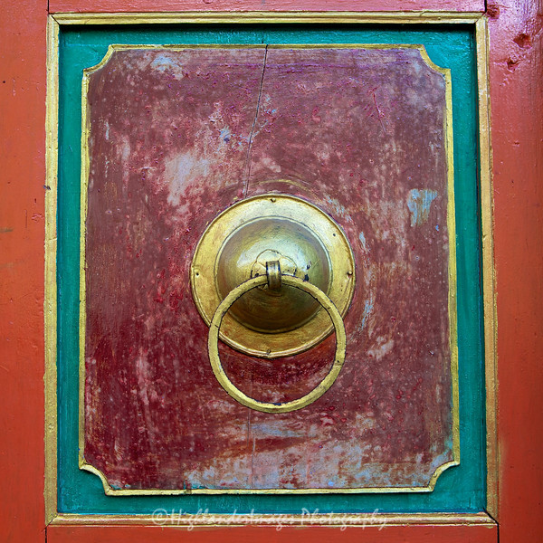 A door on a small prayer wheel building between Phakding and Lukla.