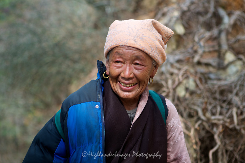 A smiling Nepalese woman on the trail between Namche Bazaar and Phakding.