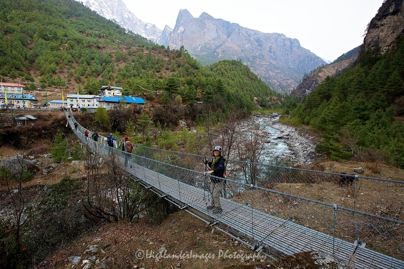 Suspension bridge crossing between Phakding and Monjo