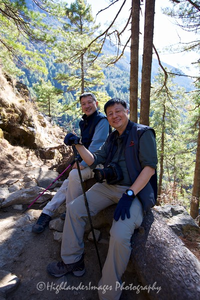 Joe and Alex take a break on the steep section on the last part between Jorsalle and Namche Bazaar.