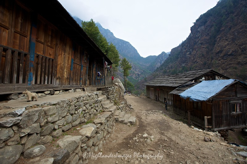 Another small village between Phakding and Monjo.