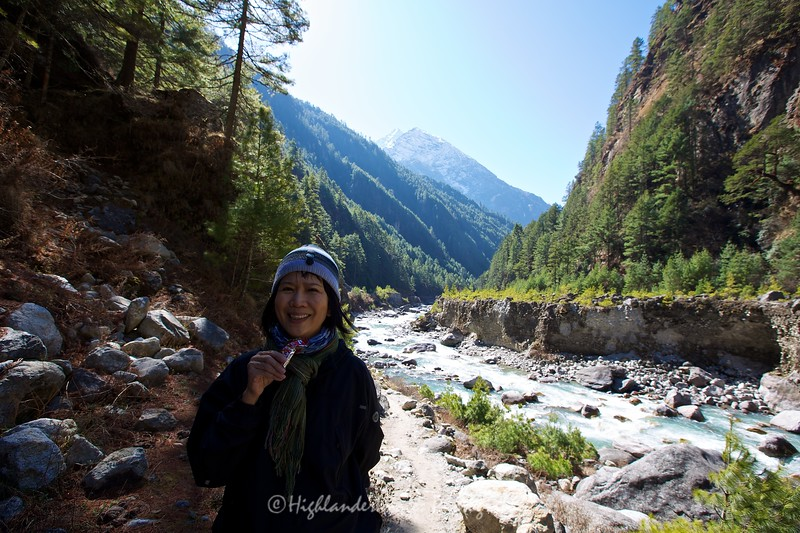 Suit Yoo has a break next to the beautiful Dudh Kosi River between Jorsalle and Namche Bazaar.