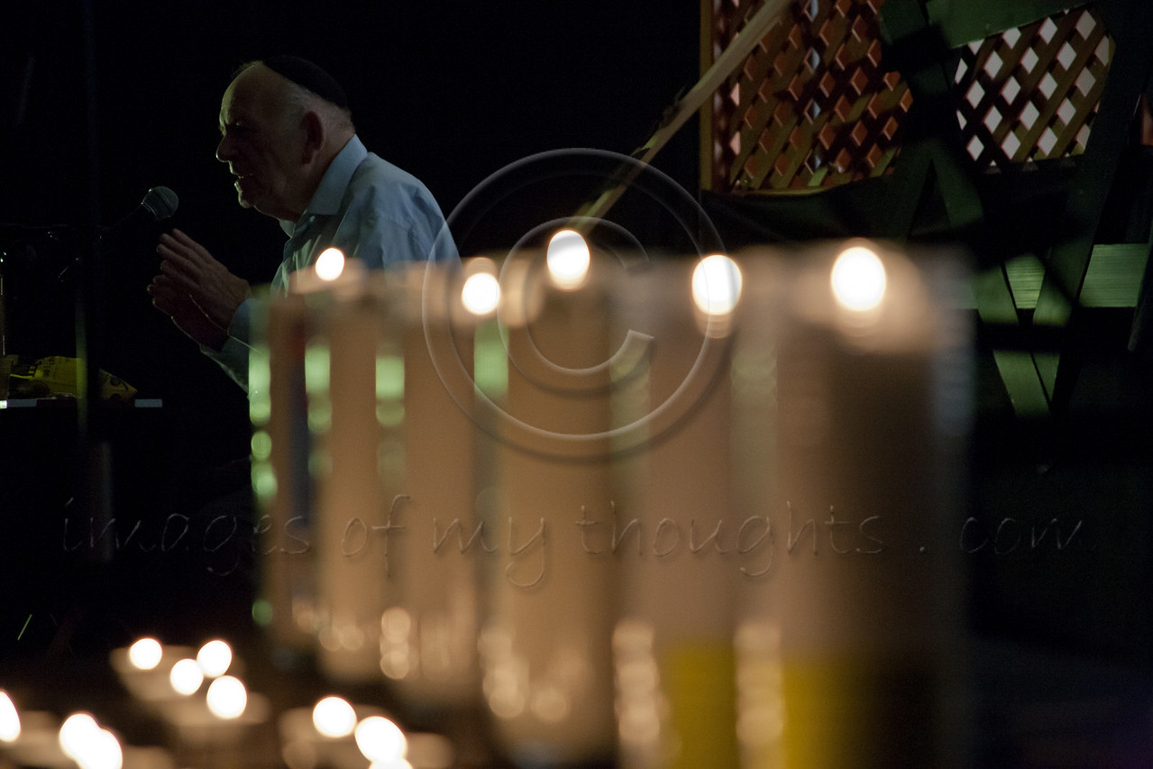 Yosef Kleinman, 82, Holocaust survivor, speaks before a packed hall at the Bereshit (Genesis) Synagogue on the eve of Holocaust Martyrs' and Heroes' Remembrance Day, bestowing his legacy to younger generations. Bet-Shemesh, Israel. 18-Apr-2012.