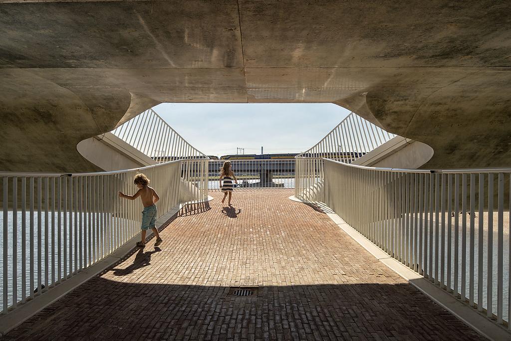 Lentloper brug Nijmegen. Architecten: Ney en partners