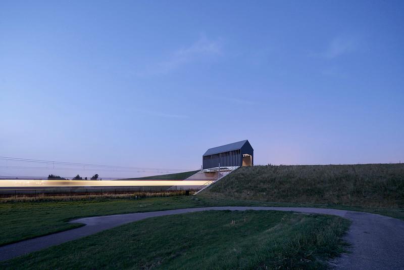 Paardenbrug bij Hoek van Holland.Architecten: Happel Cornelisse Verhoeven.