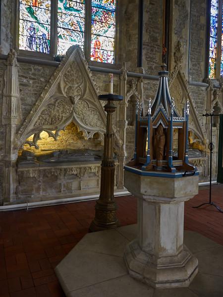 St Thomas Church, Font and Allard Tombs