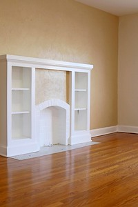 Apartment 14: Built-in shelf in living room - WEB SIZE