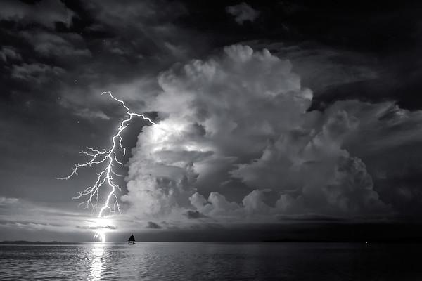 Lightning Black & White 4