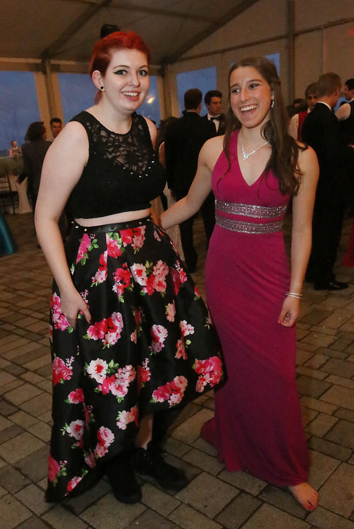 . Groton-Dunstable prom at the New England Aquarium. (SUN/Julia Malakie)