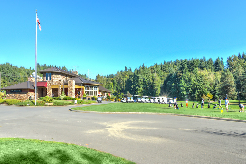 GolfCourseClubhouse2