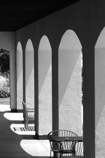 Arches, black and white
