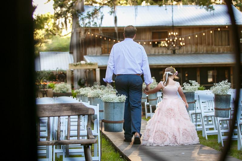 CAP2017-MadisonKyle-WEDDING-Giselle-TuckersFarmhouse-1050